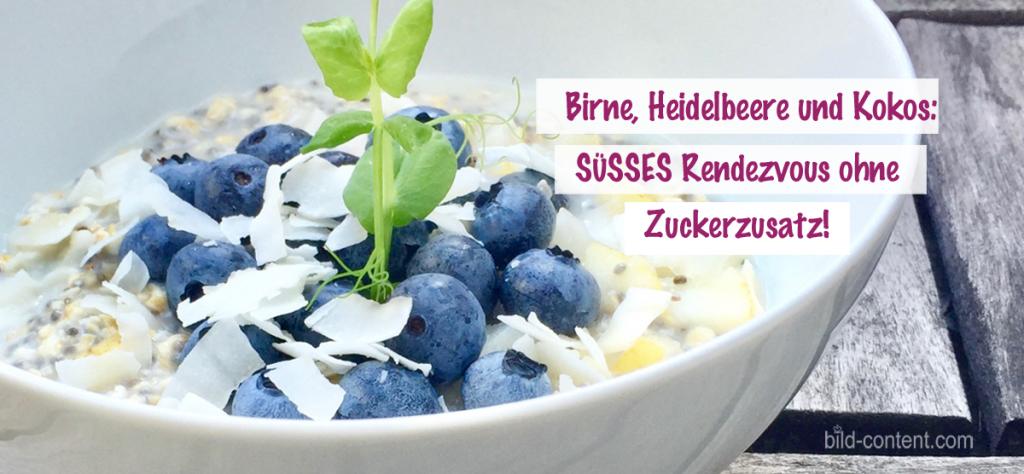 Veganes Frühstück: Haferflocken mit Birne. Heidelbeere und Kokos
